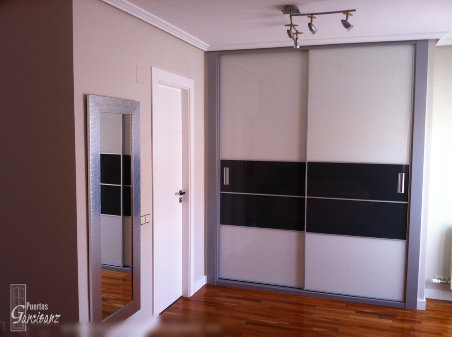 Foto frente de armario cristal lacado blanco y gris - Armario dormitorio blanco ...