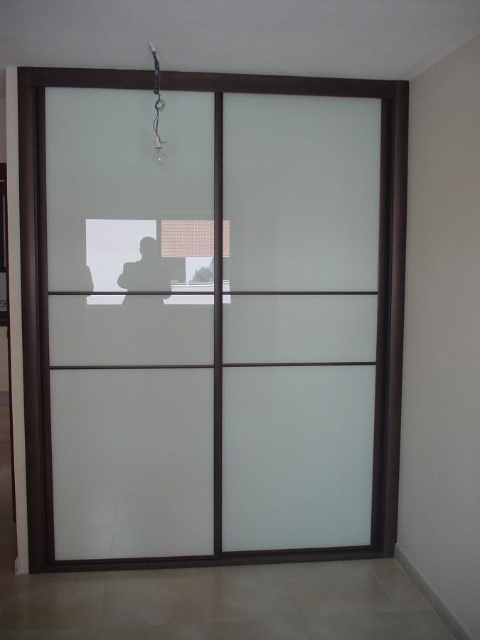 Foto frente de armario cristal lacado blanco y perfiles - Carpinteros en valladolid ...