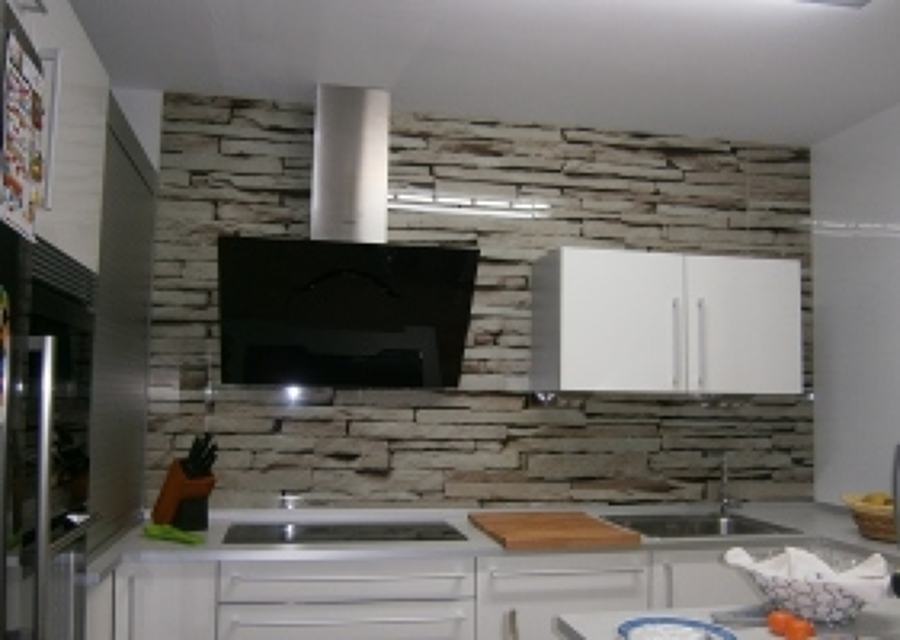 foto frente de cocina en cristal decorado de cristaler a