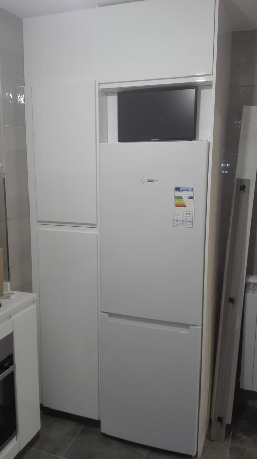 frigorífico con tv arriba
