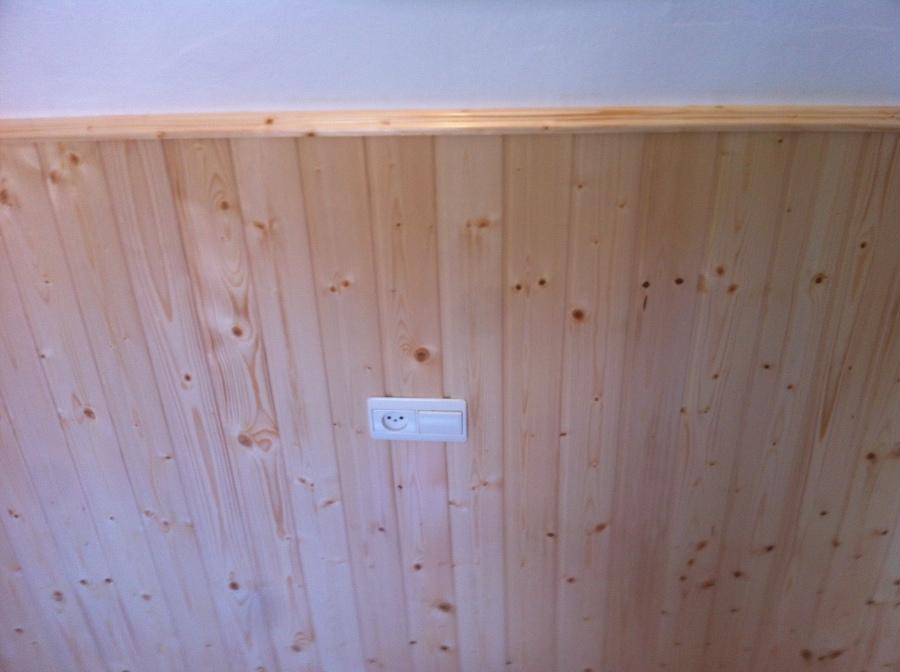 Revestimiento a media altura con friso de abeto barnizado - Friso de pino barnizado ...