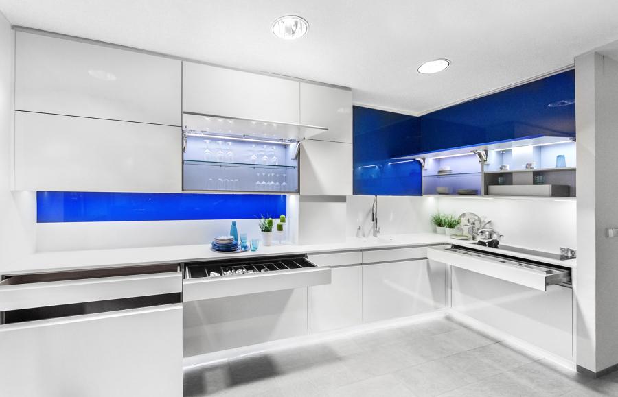 Cocina h lst blanca y azul ideas reformas cocinas - Cocina blanca y azul ...