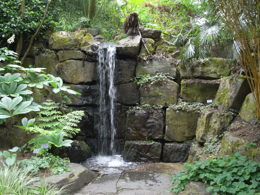 Foto fuente con cascada con piedras de elenatorrente d az Estanque natural como hacerlo