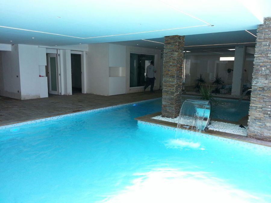 Fuente de agua piscina