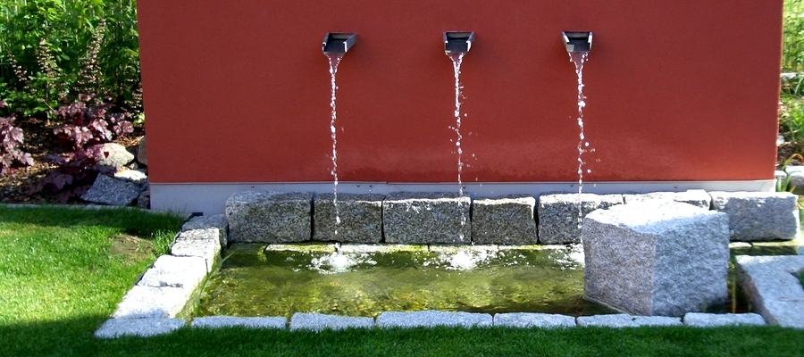 Fuentes decorativas un oasis en tu terraza o jard n - Fuente de pared para jardin ...