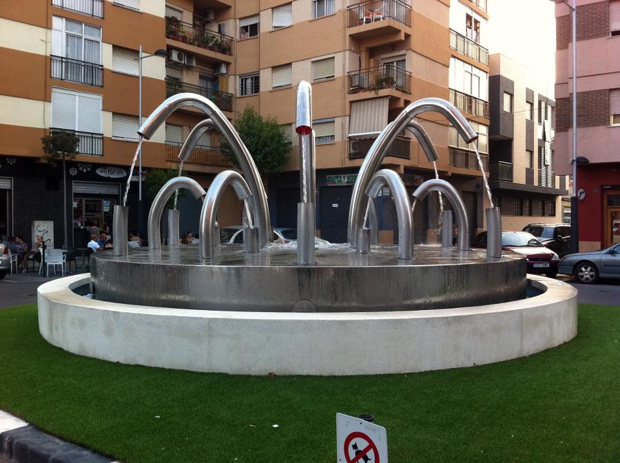 Fuente decorativa en rotonda de Sedaví (Valencia)