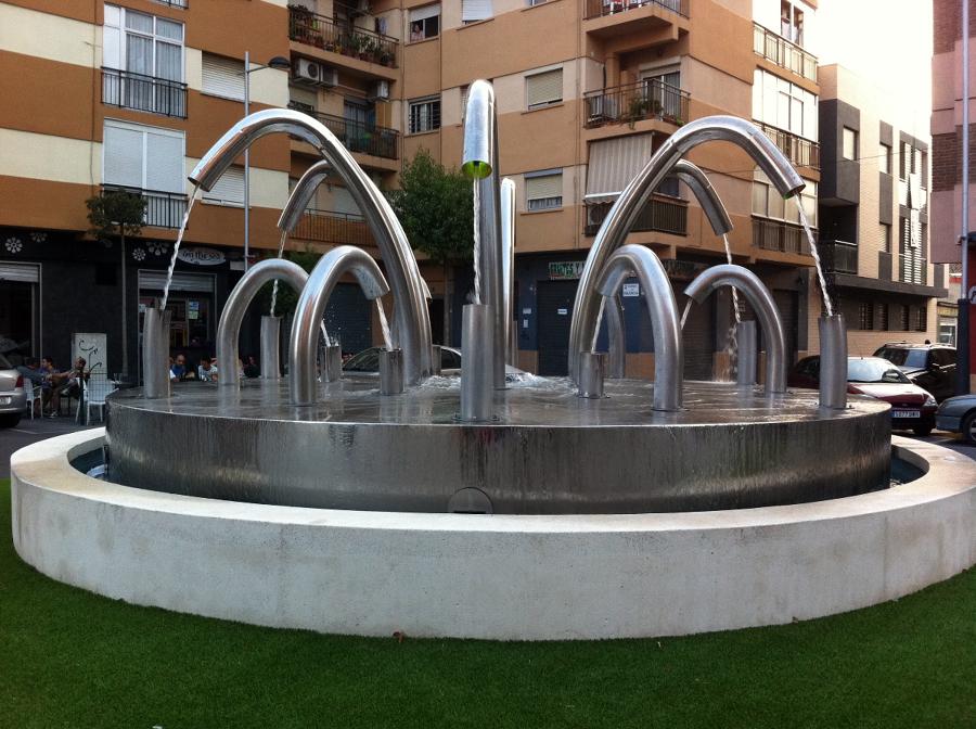 Fuente decorativa en rotonda de sedav ideas obra civil for Piscina sedavi