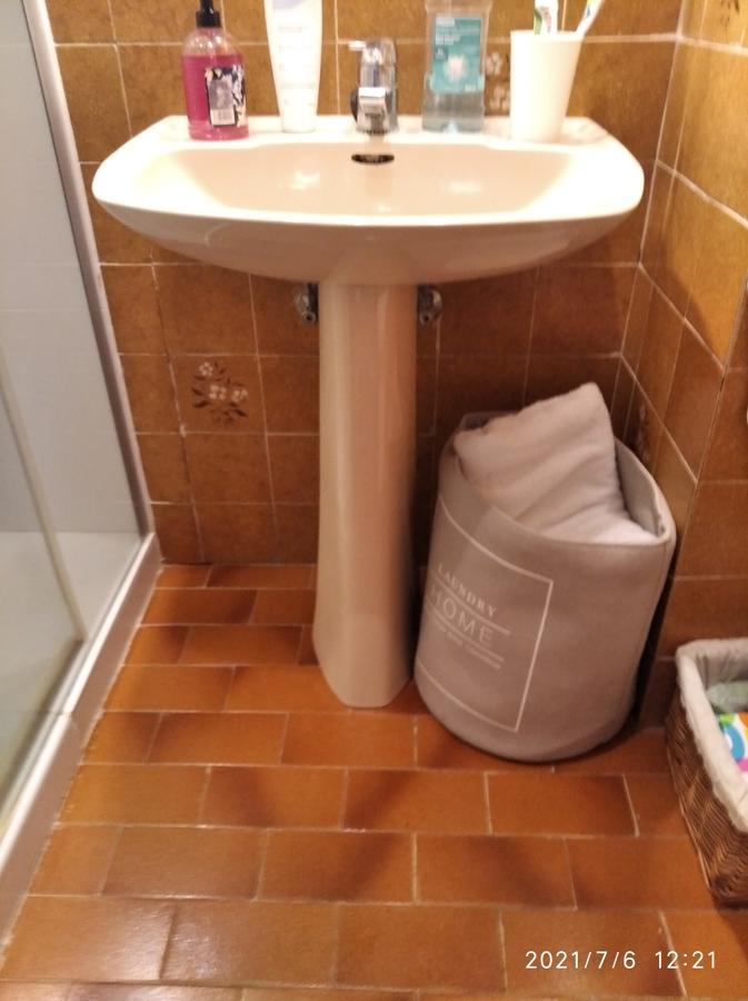Fuenterrabia..colocación de lavabo armario