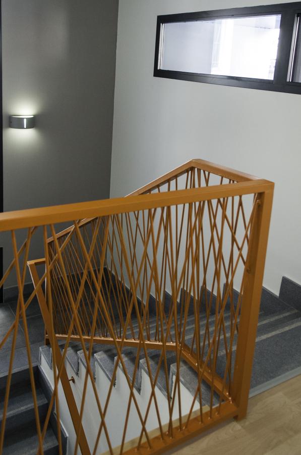 FUNDACION RAIS MURCIA - Escalera de acceso a las plantas