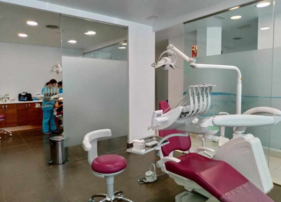 Gabinetes con sillones dentales