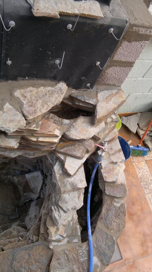 Ganchos para agarrar la piedra al muro