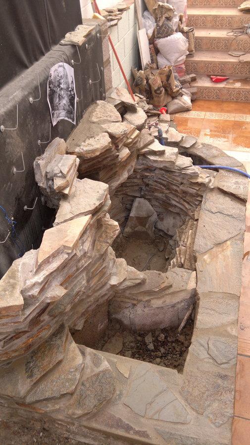 Ganchos para agarrar la piedra al muro desde otro angulo