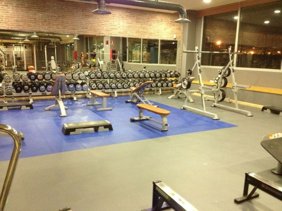 Foto gimnasio on fitness center de rodasa 1386103 for Escaleras gimnasio