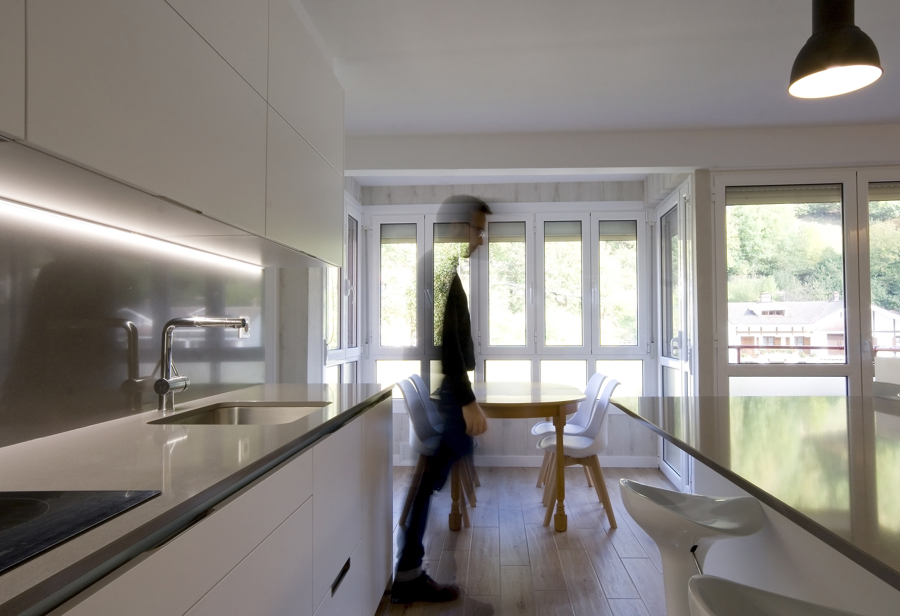 El antes y despu s de una vivienda que se adapta a la for Cocina estar comedor