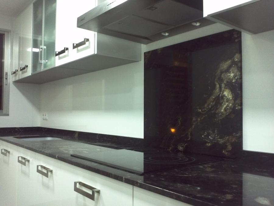 Bancada de cocina en granito negro titanium de naturamia for Cocinas de granito negro