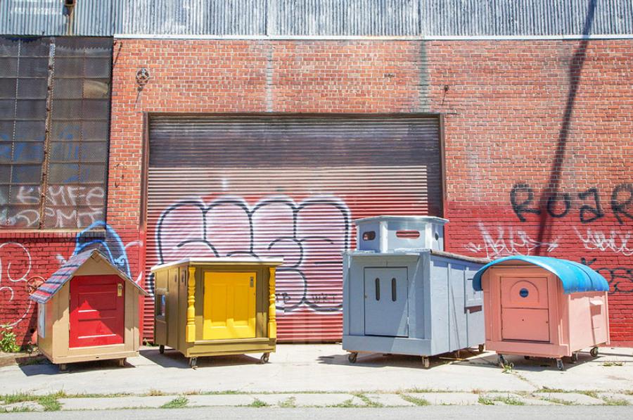 gregory-kloehn-turns-trash-into-vibrant-houses-for-the-homeless-designboom-08