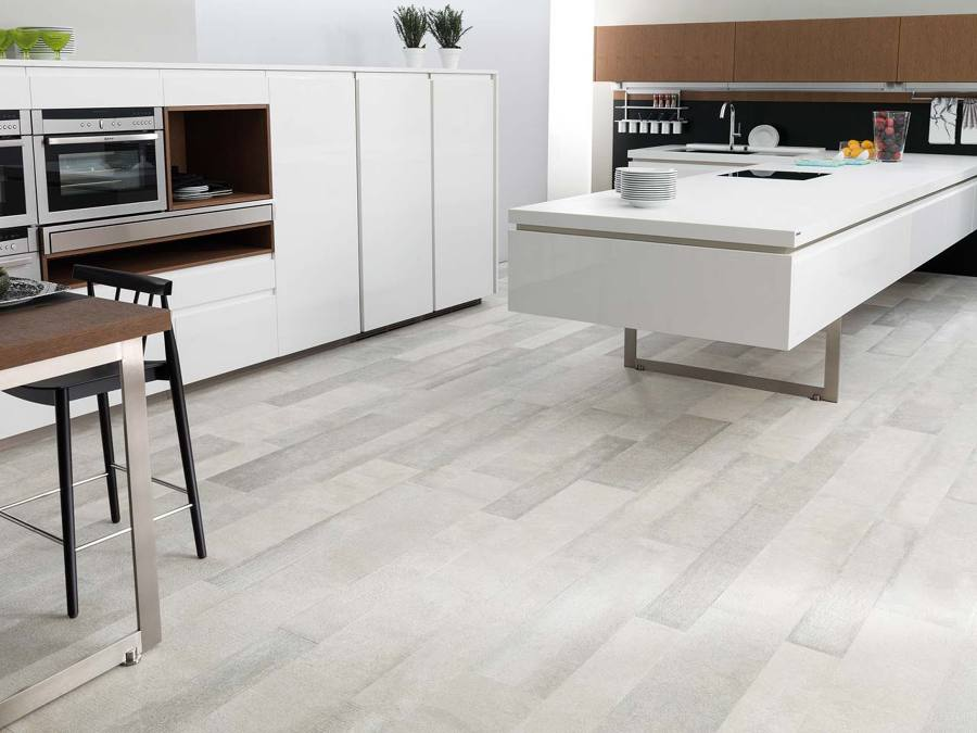 Pisa sobre seguro y elige el mejor suelo para tu cocina - Cocinas porcelanosa precios ...