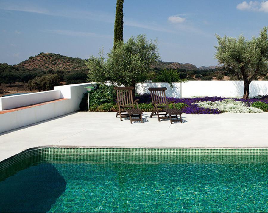 7 revestimientos que revolucionar n tu piscina ideas for Gresite piscinas colores