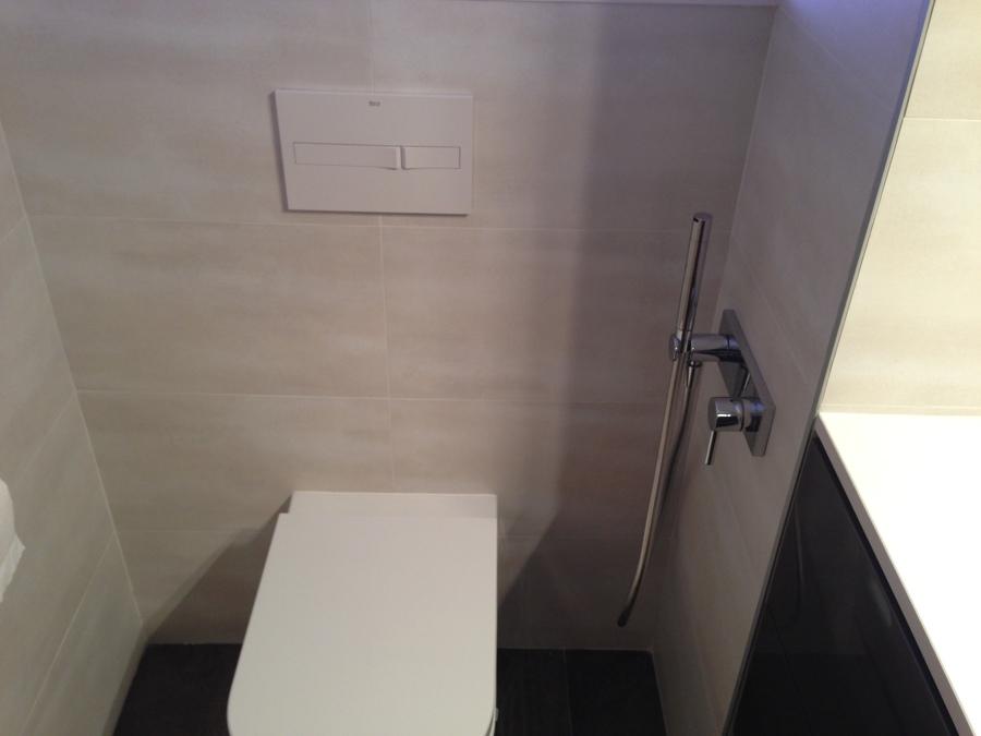 GRIFERIA BIDET AL LADO WC