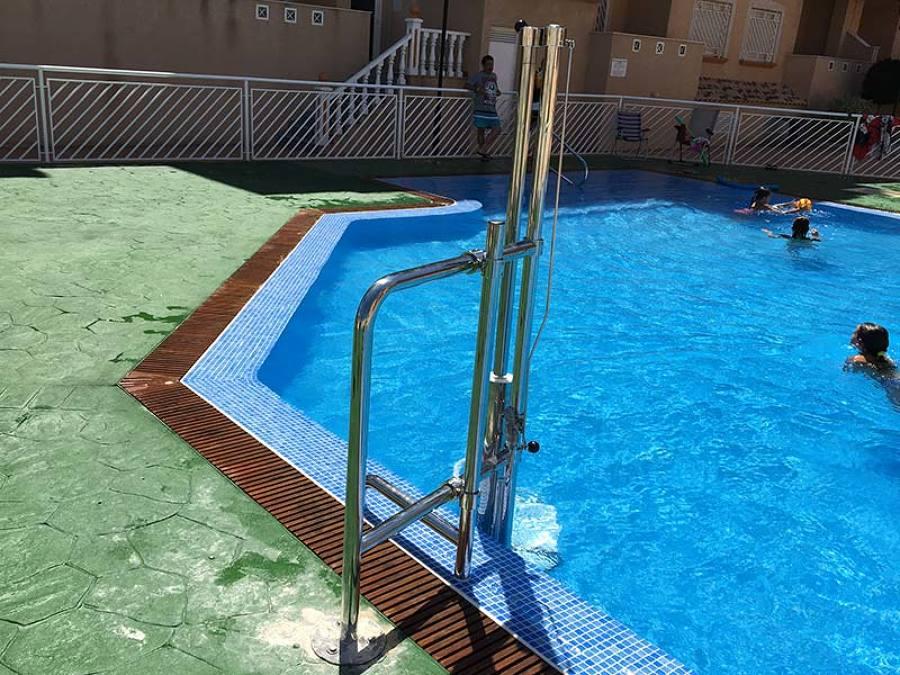 grúa para piscina