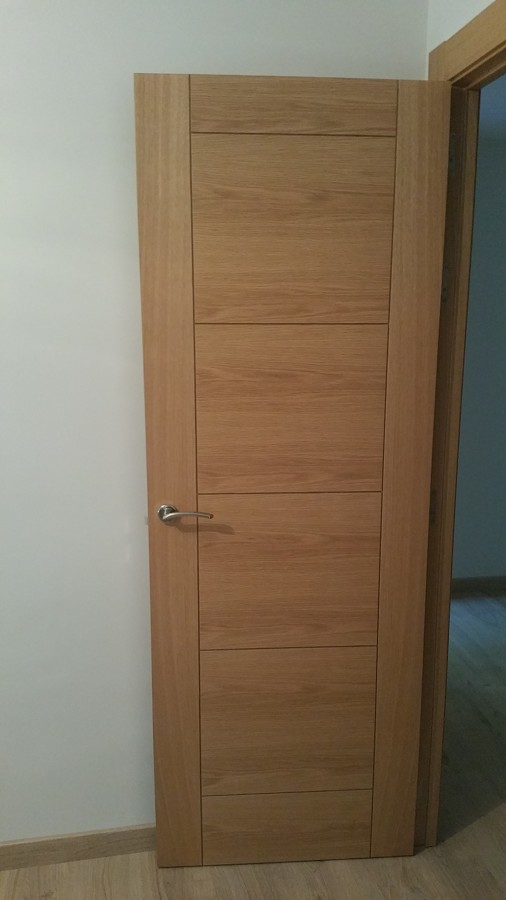 Puerta 72 cm. en roble.jpg