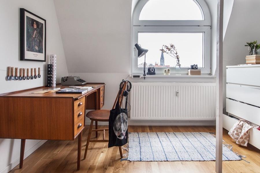 habitacin adolescente con escritorio de madera