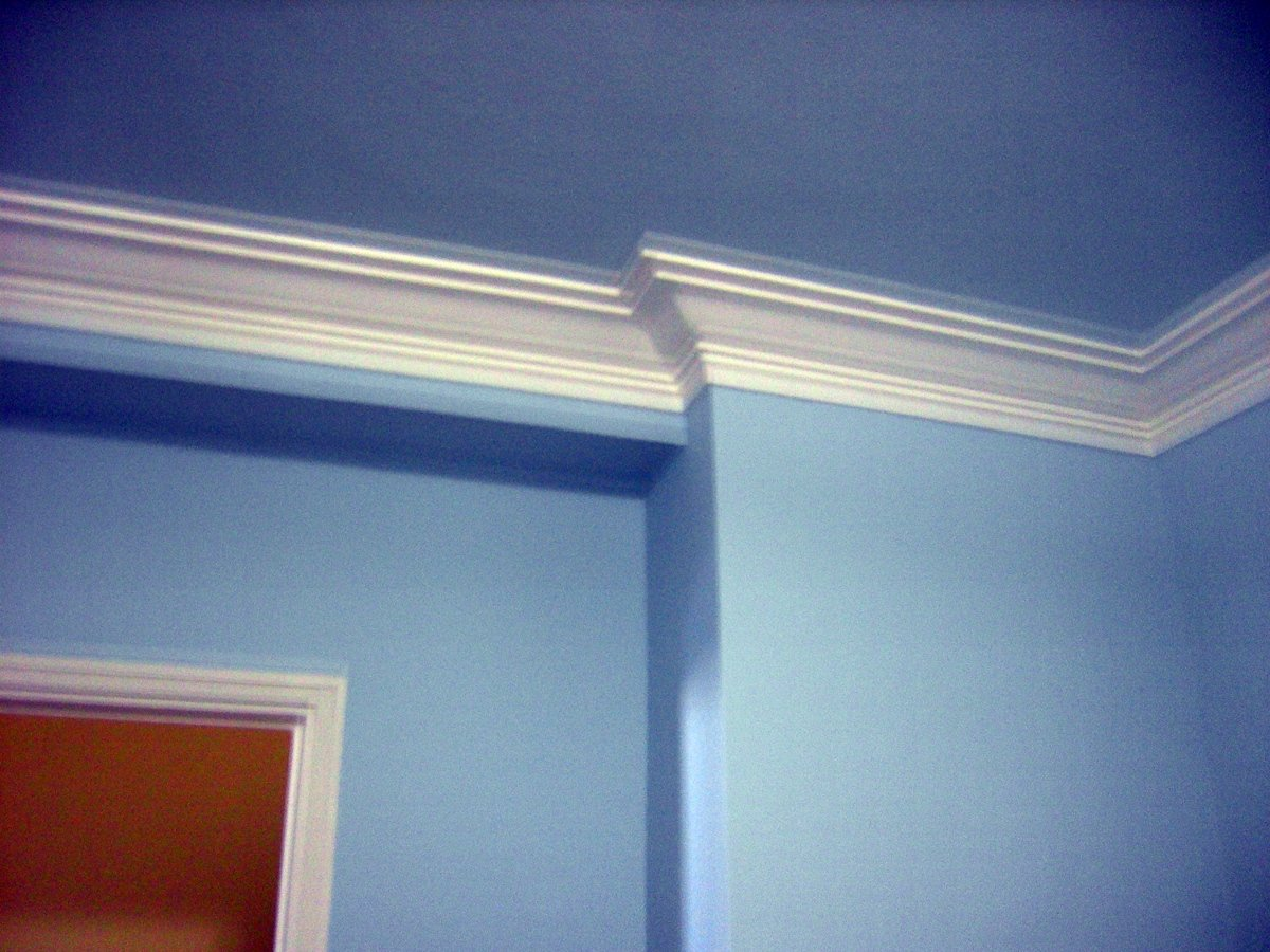 Pintar piso en color y lacar puertas y rodapies ideas for Molduras para techo