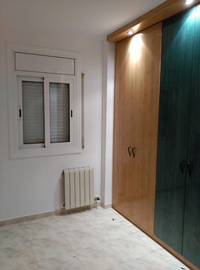 Habitación con vestidor