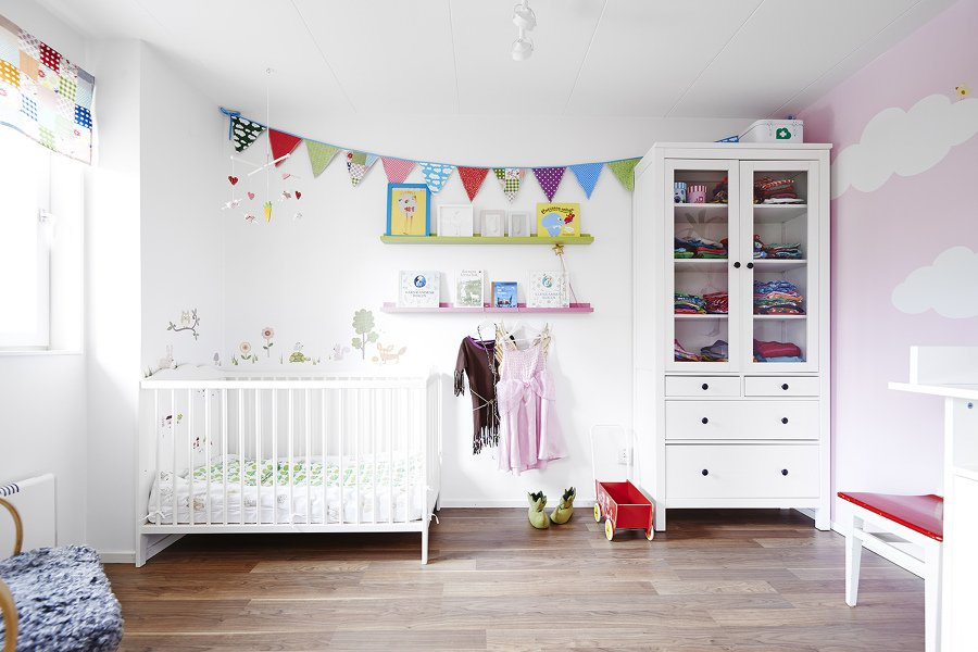 habitacin de beb con banderines