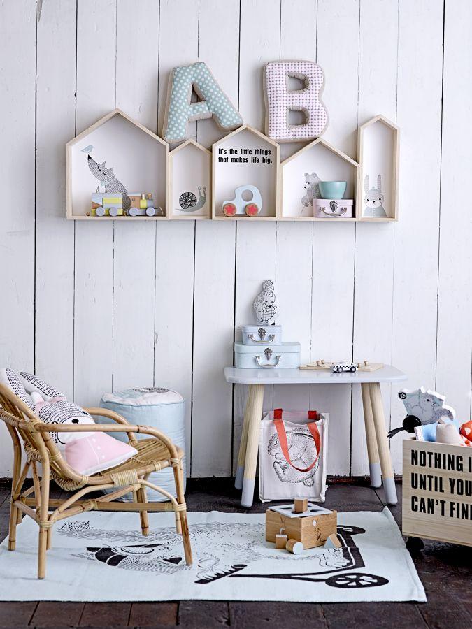 Habitación infantil con juguetes