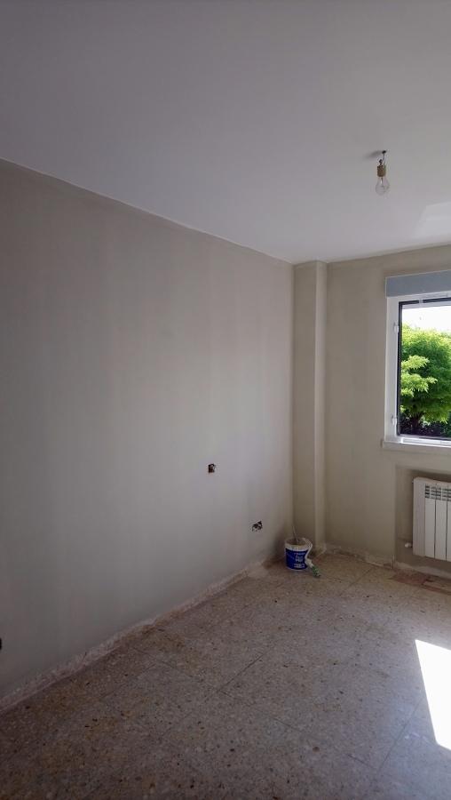 Habitación primera capa de pintura