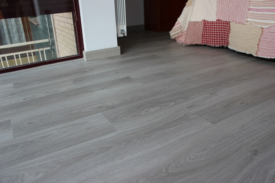 foto habitaci n roble gris suave 1 lama de barcelona parquet 1140062 habitissimo. Black Bedroom Furniture Sets. Home Design Ideas