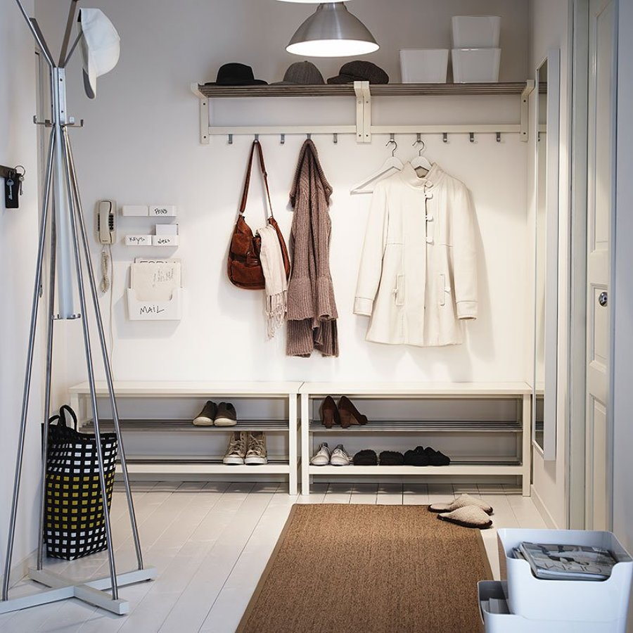 Hall o recibidor decorado con piezas de Ikea