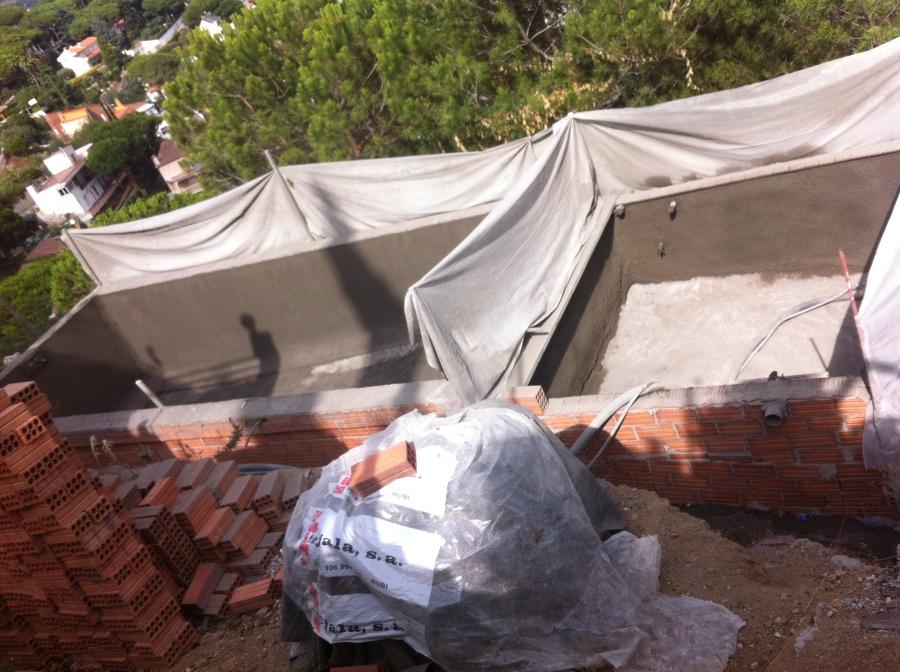 Construcci n de piscina con dep sito subterr neo para for Deposito agua pluvial