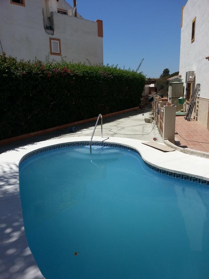 Construccion de piscina ideas construcci n piscinas - Colocacion cesped artificial ...