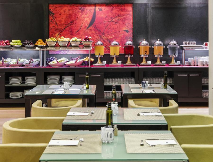 Hotel h10 marina barcelona ac2 bcn interioristas - Decoradores interioristas barcelona ...