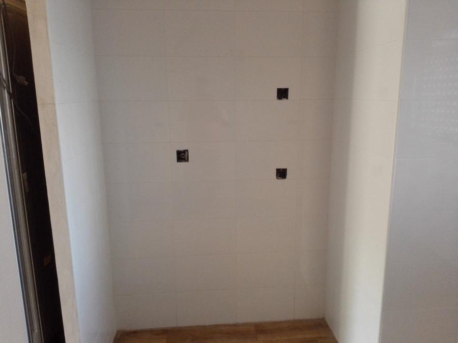 hueco de armario despensero preparado para torre y frigo