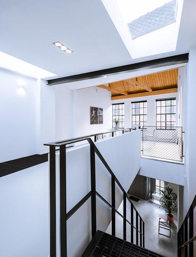 hueco de escalera con lucernario