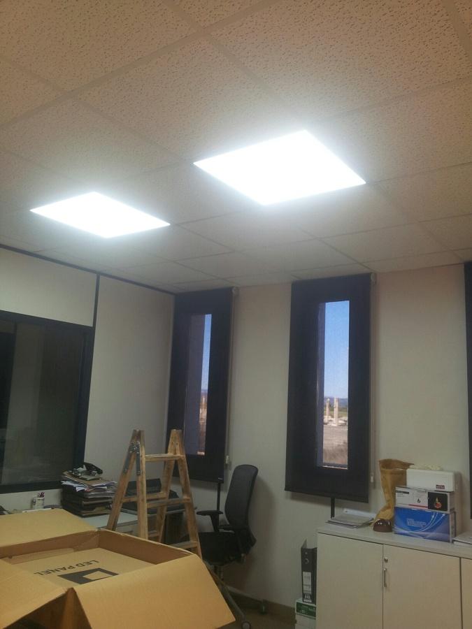 Foto iluminaci n con led en oficina de nalfer for Iluminacion led oficinas