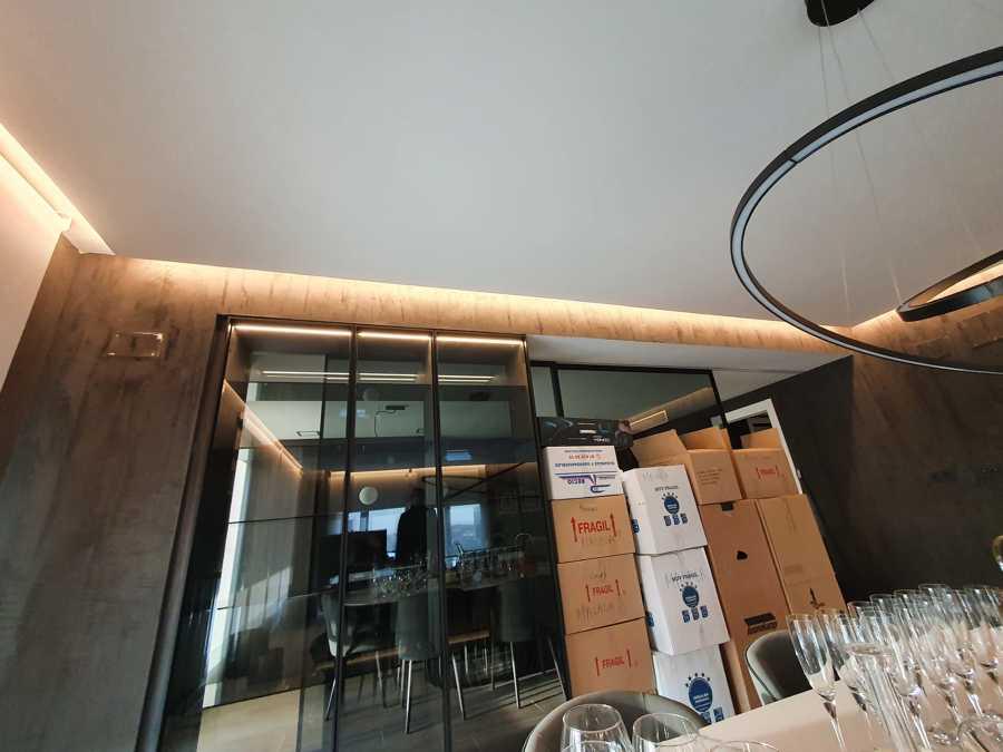 iluminación de candileja y mueble