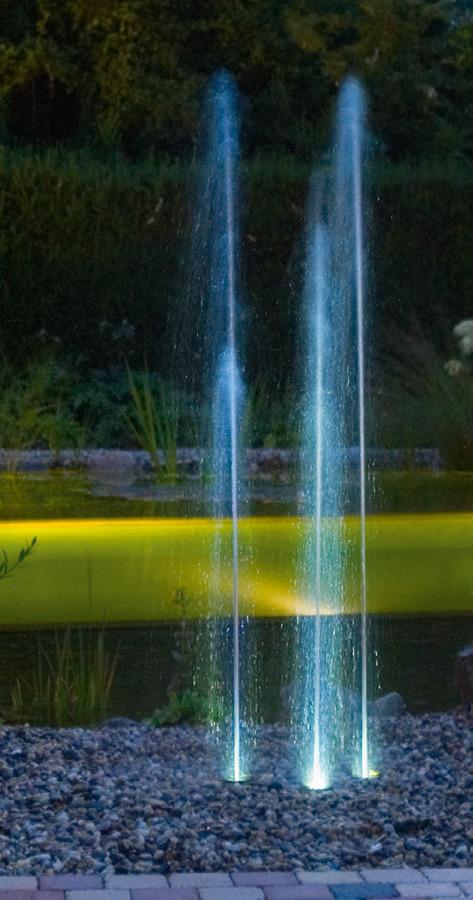 Iluminación De Fuente En El Jardín