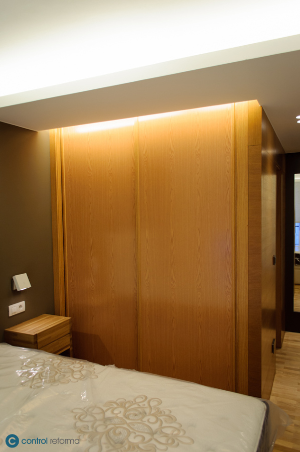 iluminación indirecta en dormitorio