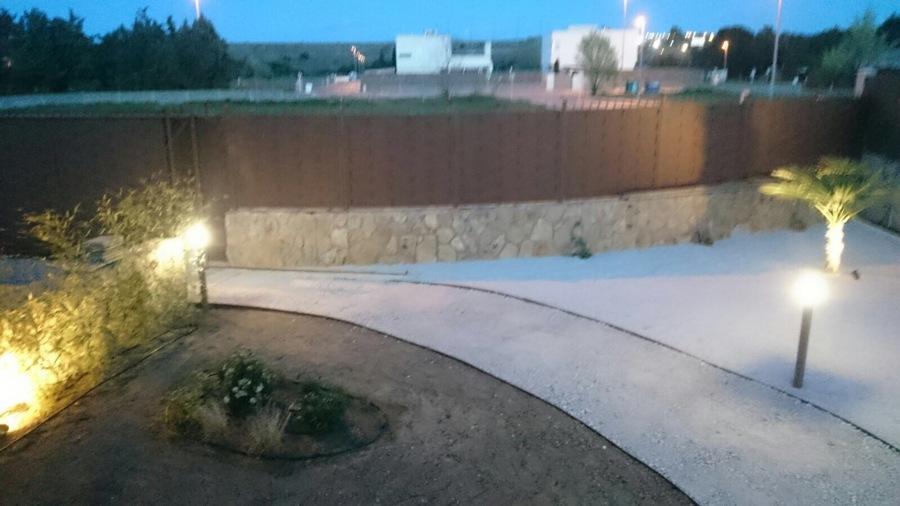 Iluminacion en jardin ideas electricistas for Iluminacion caminos jardin