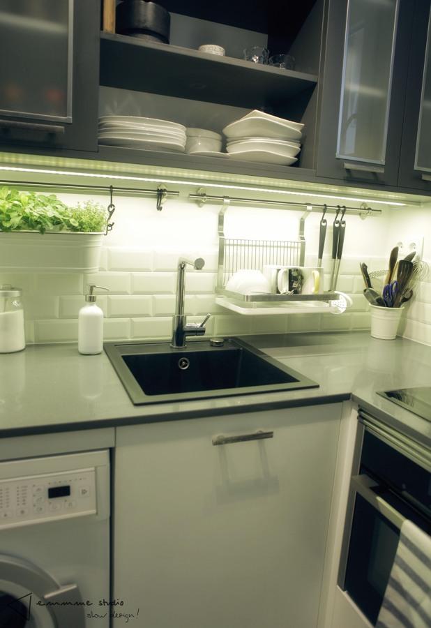 La cocina de Ana y Paul por emmme studio: Iluminación led