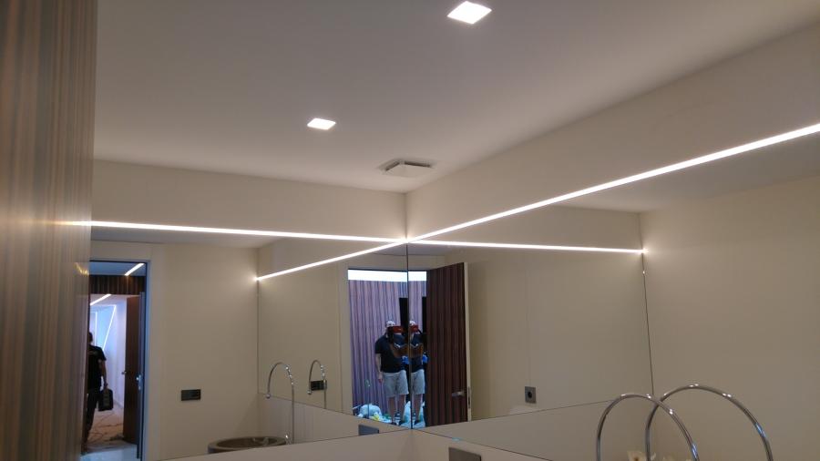 Foto iluminacion led ba o invitados de climaled benidorm for Iluminacion bano led