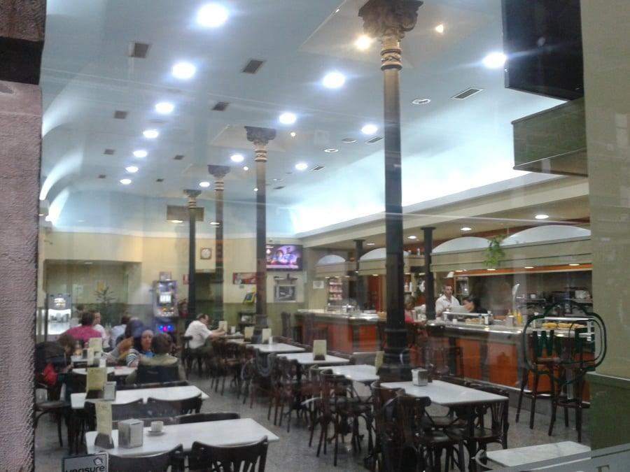 Foto iluminaci n led cafeter a la central de lecwire for Iluminacion led malaga