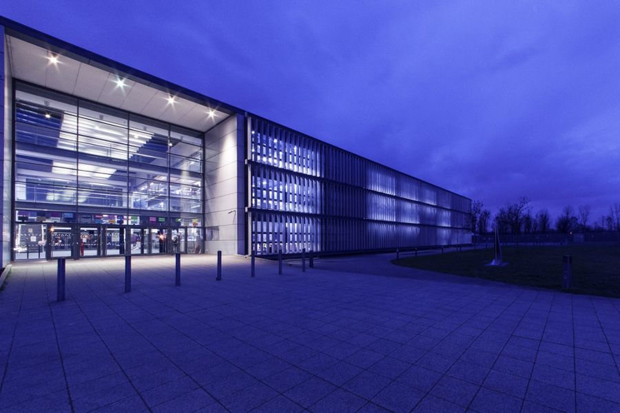 Foto iluminaci n led edificio oficinas de edifitasa for Iluminacion led oficinas