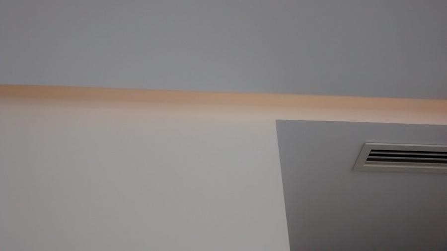 Iluminacion led techo en el falso techo se puede observar - Falso techo modular ...