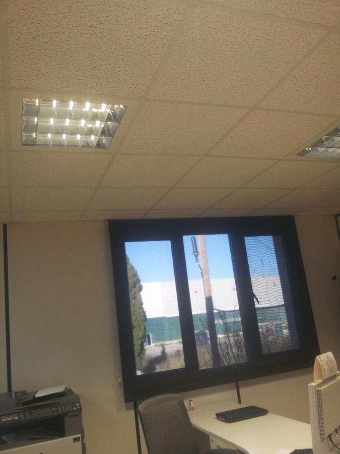 Foto iluminaci n oficina con fluorescentes de nalfer for Iluminacion led malaga