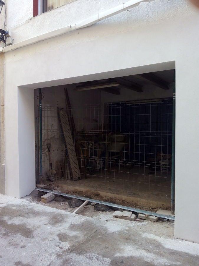 Ampliaci n de puerta de garaje en vivienda unifamiliar - Puertas para viviendas ...